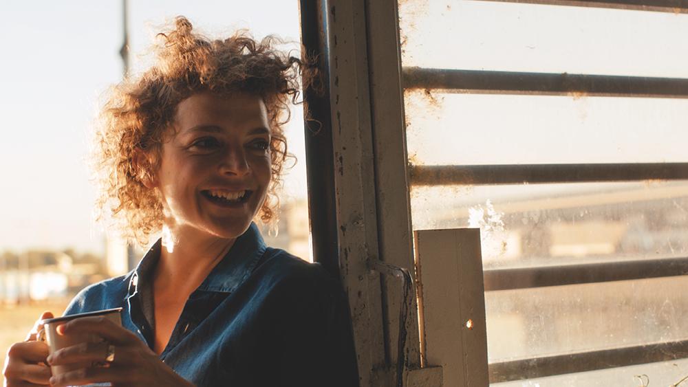 Die Künstlerin Jella (Karoline Bär) in San Francisco