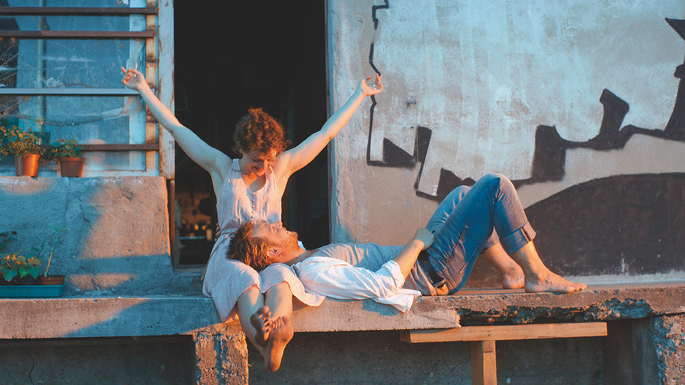Jella (Karoline Bär) und Schimon (Christoph Letkowski) verloben sich