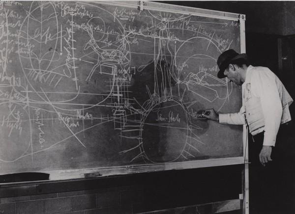BEUYS lehrt an der Düsseldorfer Kunstakademie (1961-75)