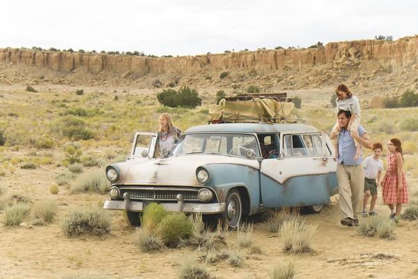 v.l.n.r.: Rose Mary (Naomi Watts), Brian (Charlie Shotwell), Lori (Sadie Sink), Rex (Woody Harrelson) und Jeannette Walls (Ella Anderson)
