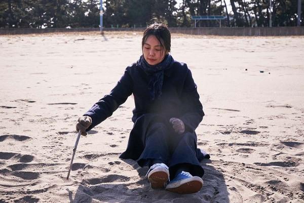 On_the_Beach_at_Night_Alone_Filmstill_20