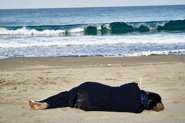 On_the_Beach_at_Night_Alone_Filmstill_25