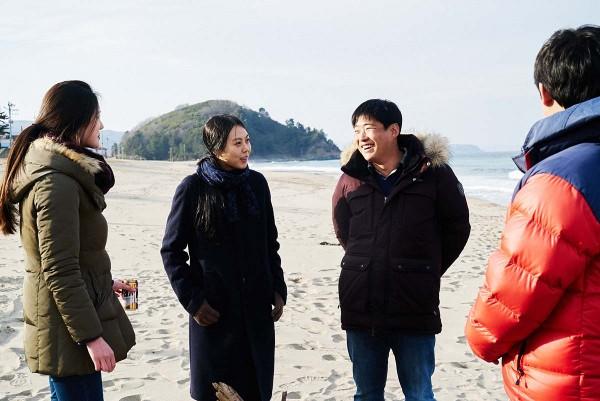On_the_Beach_at_Night_Alone_Filmstill_26