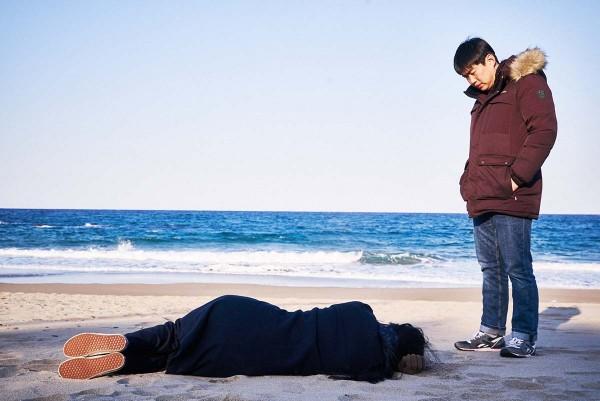 On_the_Beach_at_Night_Alone_Filmstill_28