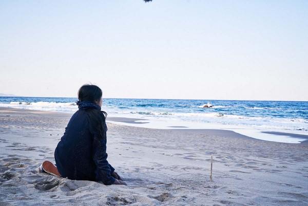 On_the_Beach_at_Night_Alone_Filmstill_30