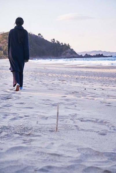 On_the_Beach_at_Night_Alone_Filmstill_32