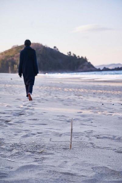 On_the_Beach_at_Night_Alone_Filmstill_33