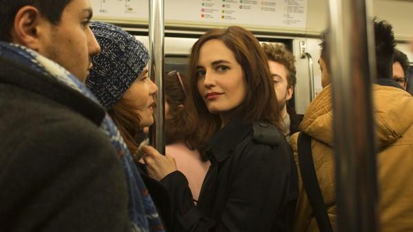 Delphine (Emmanuelle Seigner) verbringt immer mehr Zeit mit der geheimnisvollen Elle (Eva Green).