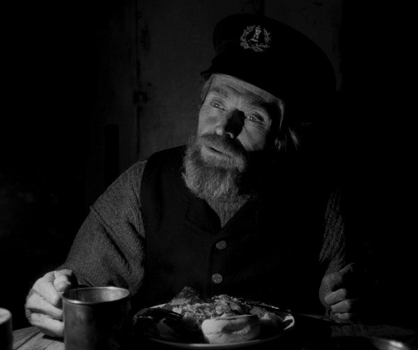 Williem Dafoe in director Robert Eggers THE LIGHTHOUSE. Credit : A24 Pictures